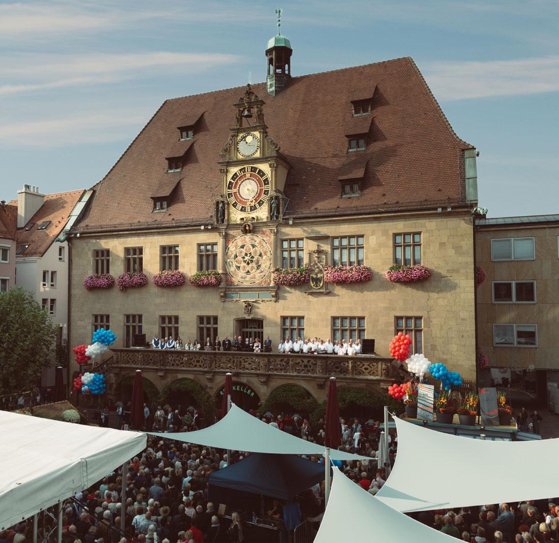 Feierliche Eröffnung des Weindorfs mit Gesangsverein Urbanus